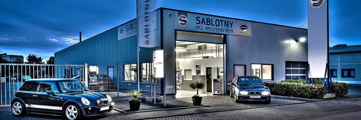 Blaue Stunde BMW Mini KFZ Autowerkstatt